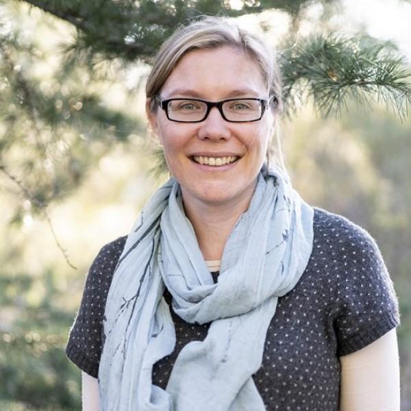Dr Liana Leach